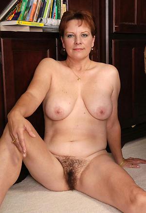 Unconforming mature bosom fotos