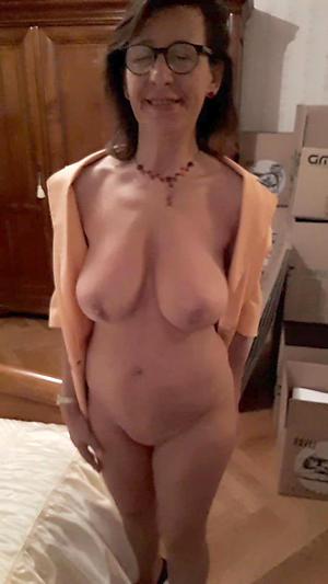 Mature saggy breast slut pics