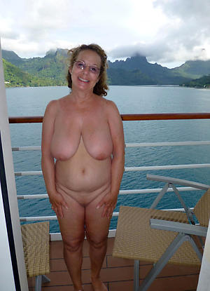 Sexy mature with glasses pussy pics