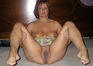 Nude mature feet pictures