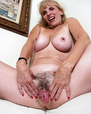 Slutty hairy mature bank pussy naked pics