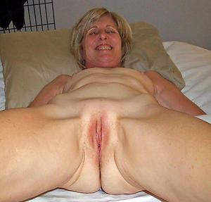 Wet hot mature pussy porn pictures