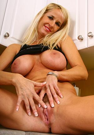 Naked full-grown mom pussy