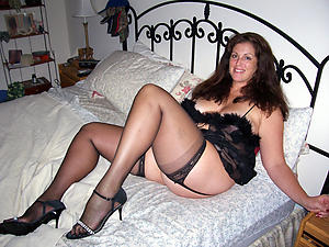 Nude mature X legs photos