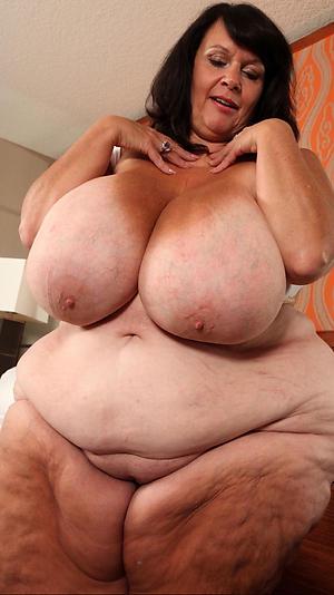 Stark naked gaffer mature solo pics
