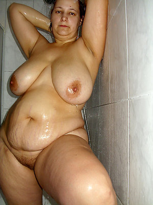 Pretty chubby wife nude