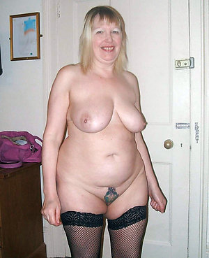 Naughty chubby mom sex pics