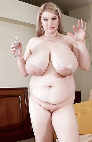 Amateur chubby mature pussy