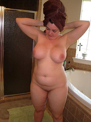 Amateur pics of mature chubby women naked