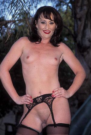 Nude mature brunette pussy