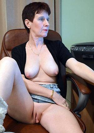 Naked brunette moms pics