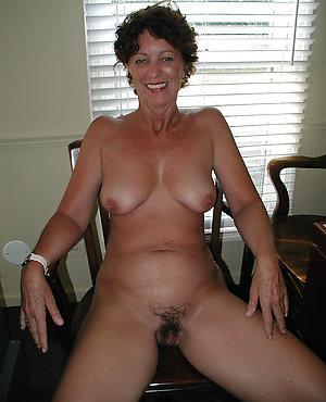 Free busty brunette mom
