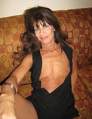 Homemade busty brunette mom pics