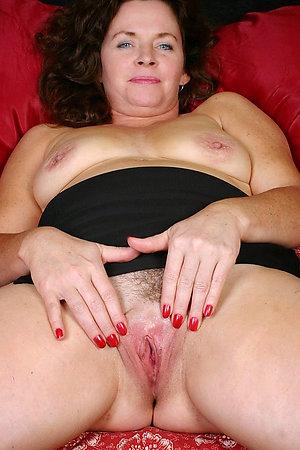 Homemade mature brunette pussy pics