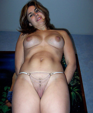 Free mature hairy brunette