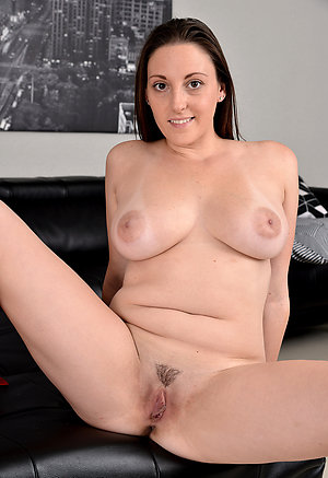 Real mature brunettes nude pics