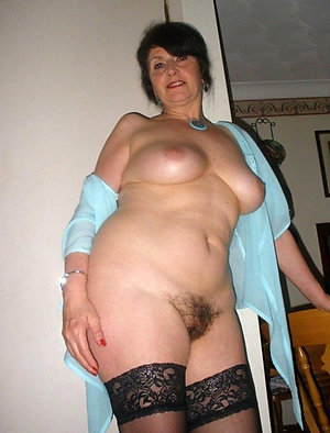 Naked hairy mature brunettes