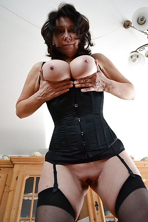 Best pics of brunette mature pussy
