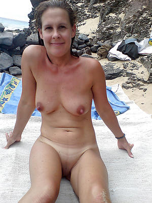 Real mature starkers beach photos