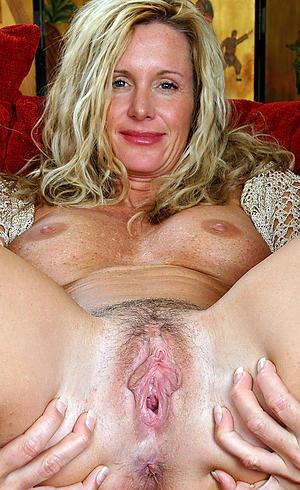 Wet mature column vagina pictures