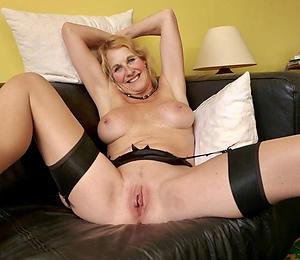 Amateur mature house wifes porn pics