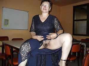 Nude mature house wife photos