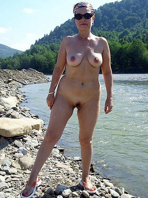 Slutty adult women posing in the buff pics