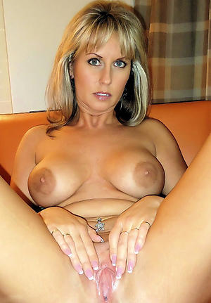 Naughty mature mom pussy gallery