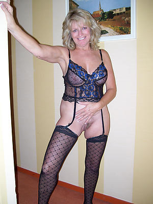 Unskilled mature woman in lingerie porn pics