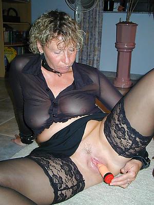 Gorgeous mature woman masturbating