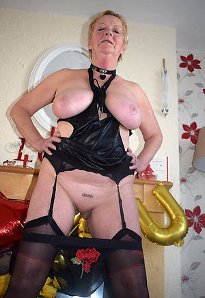 Amateur pics of hot naked grandmothers