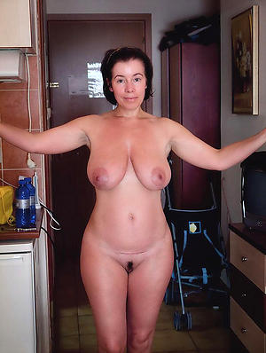 Hot porn of sexy mature housewives