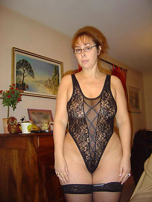 Naughty nude mature in glasses