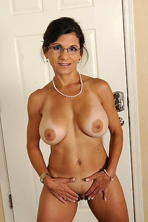 Pretty naked mature in glasses pics