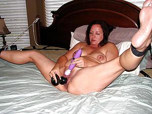 Amateur pics of glum mature woman masturbating