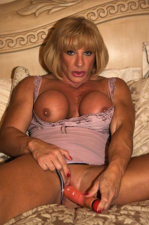 Amateur pics of mature muscle woman