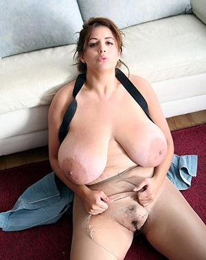 Slutty mature woman in pantyhose