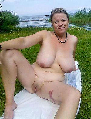 Amateur pics of matured women tits
