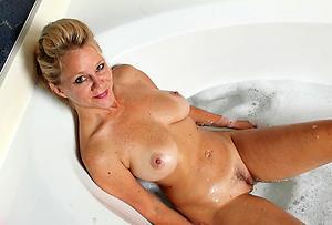 Good-looking hot mature women pics