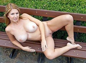 Free amateur mature naked women porn pics