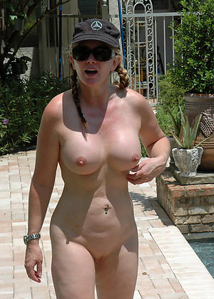 Sexy mature outdoor pussy pics