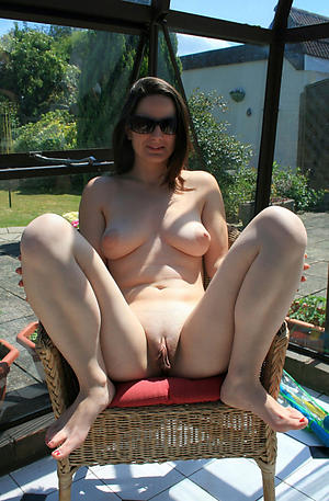Pretty nude mature outdoors pictures