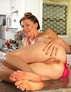 Slutty of age womens toes lay bare photos