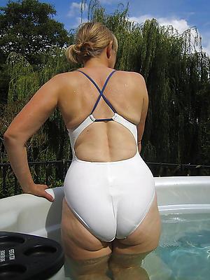 Reality lord it over mature bikini pic