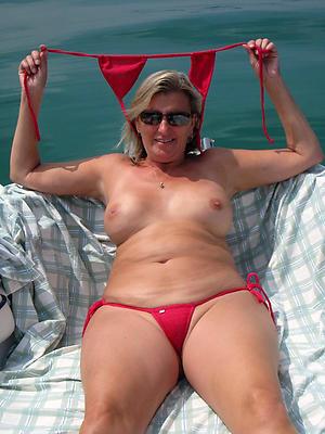 Sexy grown up woman bikini pics