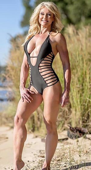 Pretty mature woman bikini photos