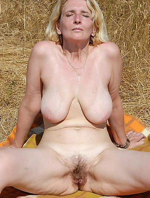 Xxx mature flaxen-haired busty unembellished photos