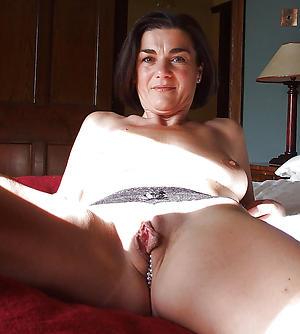 Naked mature cougar women bungling photos