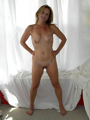 Xxx small tit mature nude gallery