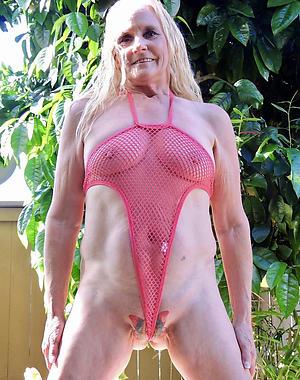 Amateur pics of low-spirited mature moms in bikinis